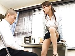 Rei Kitajima teases her student with her long legs and miniskirt